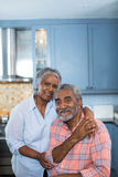 Portrait of smiling couple with arm around Royalty Free Stock Photography