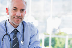 Portrait of a smiling doctor Royalty Free Stock Photos