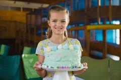 Portrait of smiling girl holding cake Royalty Free Stock Photos
