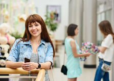 Portrait smiling girl in shopping center Royalty Free Stock Photography