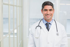 Portrait of a smiling male doctor in hospital Royalty Free Stock Photos