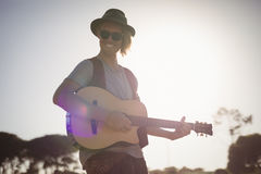 Portrait of smiling man playing guitar Royalty Free Stock Images