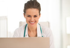 Portrait of smiling medical doctor woman Stock Photography