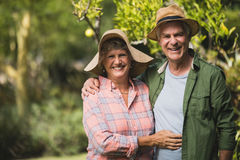 Portrait of smiling senior couple embraing in yard Royalty Free Stock Photos