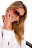 portrait smiling sunglasses wearing woman Στοκ φωτογραφία με δικαίωμα ελεύθερης χρήσης