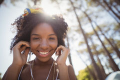 Portrait of smiling woman listening music Royalty Free Stock Image