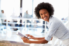 Portrait of smiling woman in office with tablet Royalty Free Stock Photography