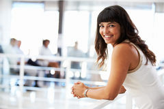 Portrait of smiling woman in office Royalty Free Stock Photography