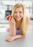 Portrait of smiling young woman with apple Royalty Free Stock Photography