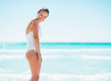 Portrait of smiling young woman on beach Royalty Free Stock Photography