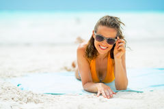 Portrait of smiling young woman in sunglasses Royalty Free Stock Photography