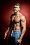 Portrait sportif de jeune homme Photographie stock libre de droits