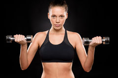 Portrait of a sporty woman lifting weights Royalty Free Stock Photos