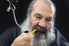 Portrait supérieur avec la barbe blanche et le tuyau Photos libres de droits