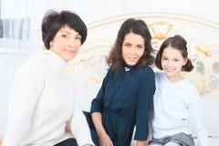 Portrait sur plusieurs générations de famille Photographie stock libre de droits