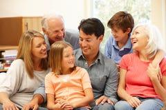 Portrait sur plusieurs générations de famille Images libres de droits