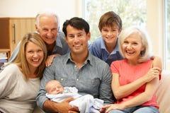 Portrait sur plusieurs générations de famille Image libre de droits