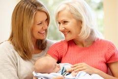 Portrait sur plusieurs générations de famille Photo libre de droits