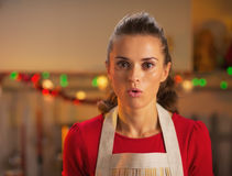 Portrait of surprised young housewife in  kitchen Royalty Free Stock Photography
