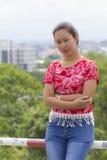 Portrait thaïlandais de femme avec la vue de ville de Chiangmai Images libres de droits
