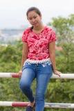 Portrait thaïlandais de femme avec la vue de ville de Chiangmai Photo libre de droits