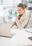 Portrait of thoughtful business woman in office Royalty Free Stock Photos