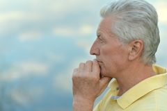 Portrait of thoughtful old man Royalty Free Stock Photos