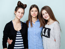 Portrait of three teenage girls smiling Royalty Free Stock Photos