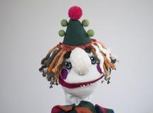 Portrait triste de clown de marionnette de main sur le fond blanc Images stock