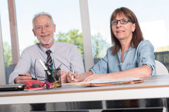 Portrait of two business people working together Royalty Free Stock Photos