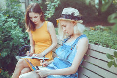 Portrait of two white Caucasian unformal young girls hipster students teenagers friends Royalty Free Stock Photos