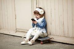 Portrait urbain de fille mignonne de hippie Image stock