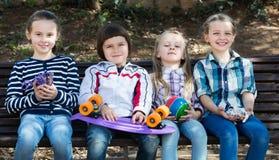 Portrait urbain des enfants images stock