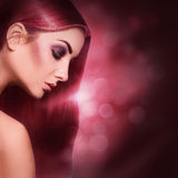 Portrait voluptueux de jeune femme adulte sexy avec r parfait rouge Photo libre de droits