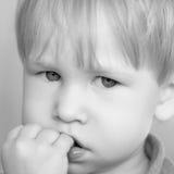 Portrait von einem traurigen Kind Lizenzfreie Stockfotografie