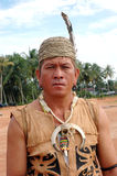 Portrait von männlichem Stammes- Kalimantan Indonesien Stockfotos