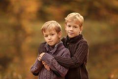 Portrait von zwei Brüdern Stockfoto