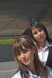 Portrait von zwei Frauen stockfotos