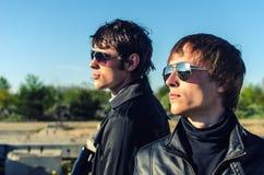 Portrait von zwei harten Jungen Stockfotografie