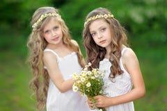 Portrait von zwei Mädchen Stockfotografie