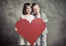 Portrait von zwei netten Kindern lizenzfreies stockfoto