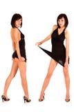 Portrait von zwei netten reizvollen Zwillingen im schwarzen Kleid Lizenzfreie Stockfotografie