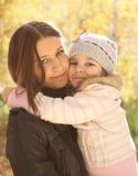 Portrait von zwei Schwestern Lizenzfreie Stockbilder