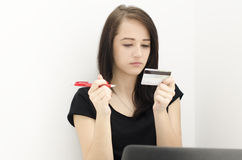 Portrait of woman with credit card Stock Photography