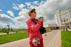 Tourist photographing in city Royalty Free Stock Images