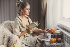 Portrait of the woman reading the book Royalty Free Stock Image