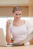 Portrait of a woman reading a newspaper Royalty Free Stock Photos