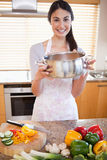 Portrait of a woman showing a sauce pan Royalty Free Stock Photos