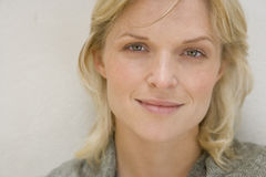 Portrait of woman smiling, close-up Royalty Free Stock Photography