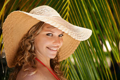 Portrait of woman with straw hat at beach smiling Royalty Free Stock Photos